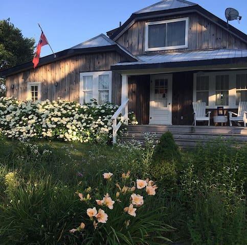 Stunning 100acre 4 season farmhouse - Minden