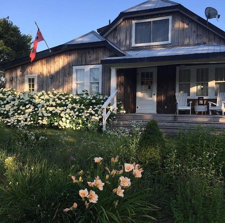 Stunning 100acre 4 season farmhouse