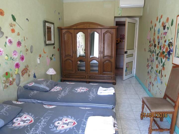 """La Chambre Verte """"Chez Brigitte Guesthouse"""""""