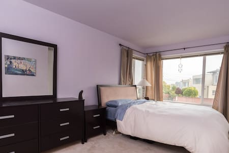 Master Suite in Ocean View House - Daly City