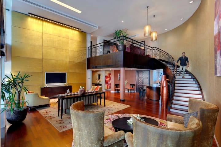 A Grand Duplex Sky Suite | Breakfast Included