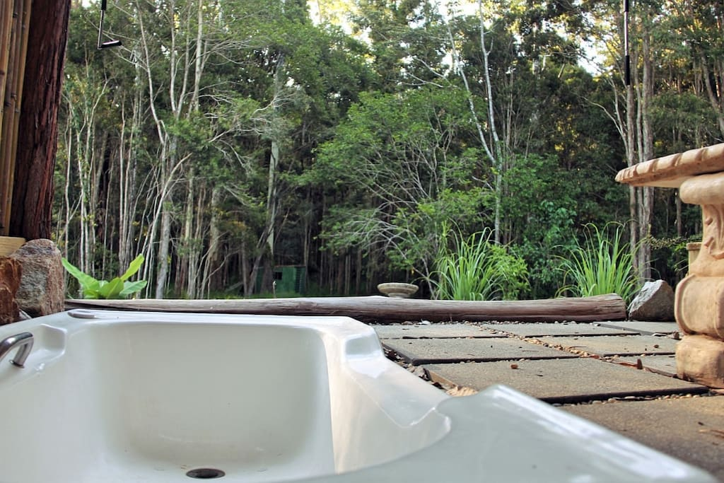 Bathing with forest views and the sounds of nature. Ahhhhhh.