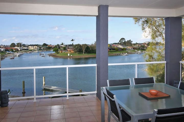 Waterviews @ Hastings Penthouse with own Mooring