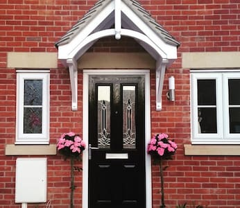 Brand new two bed semi..... - Derby - Casa