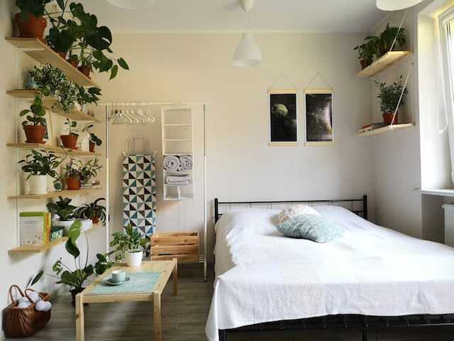 Apartment Full of Flowers with Floor Heating