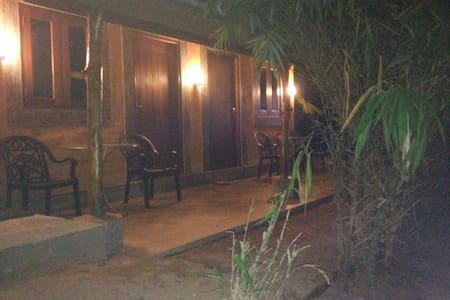 Cozy mud house 100m from the beach - Weligama