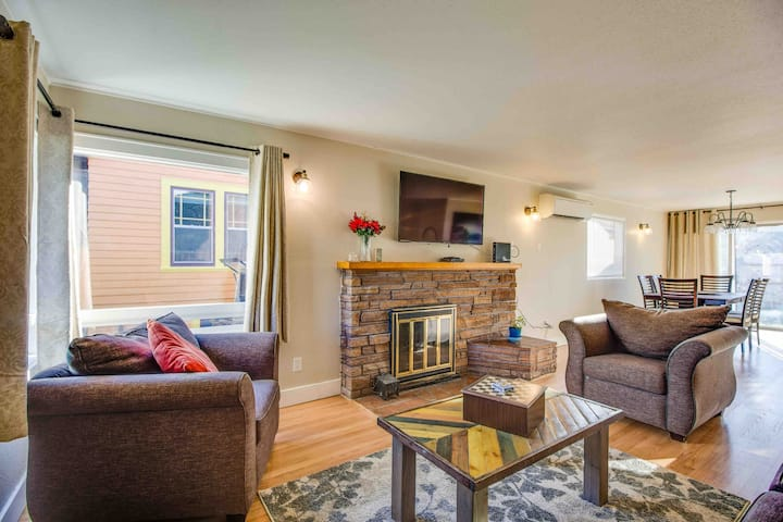 💚💛stylish & Cozy 3 Bedroom Home By UofO💚💛