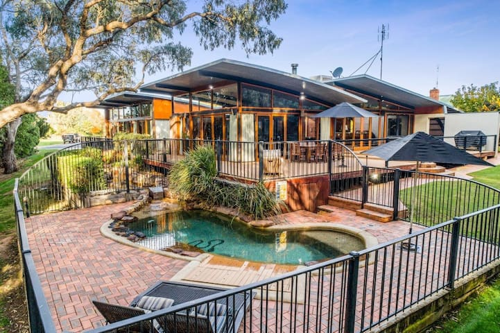 Elements - Echuca Holiday Homes