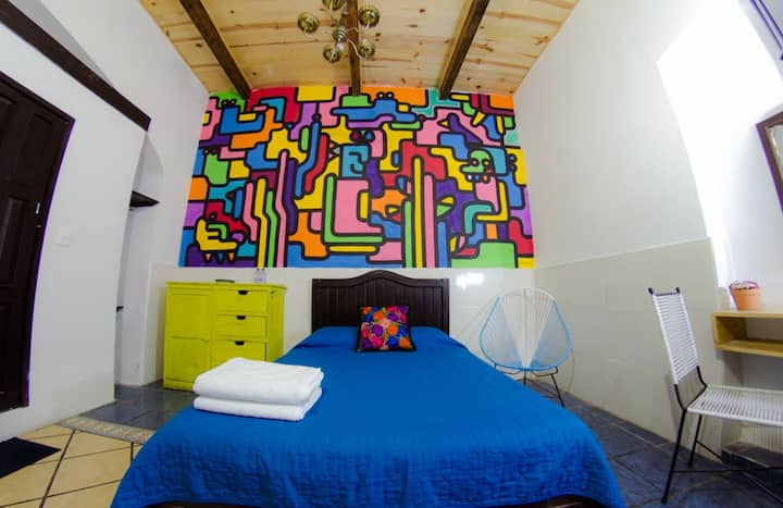 Cozy building in Puebla Center in private room !