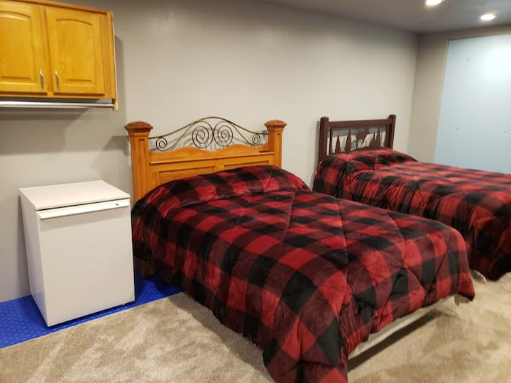 Large new secluded studio apt. with two queen beds