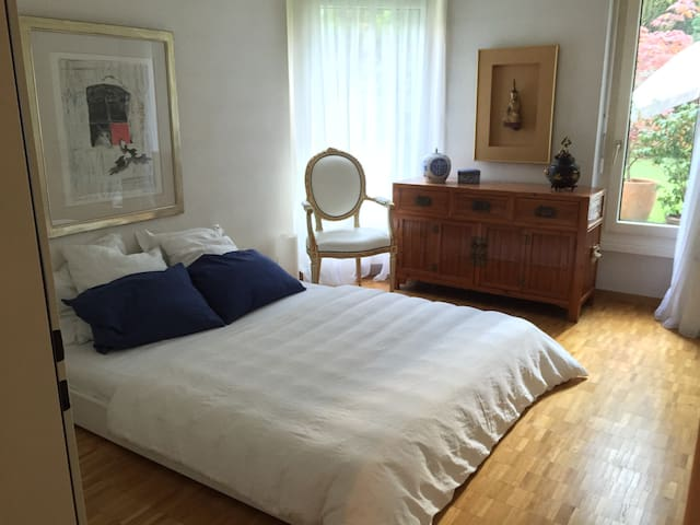 Big bedroom in beautiful apartment - Bassersdorf