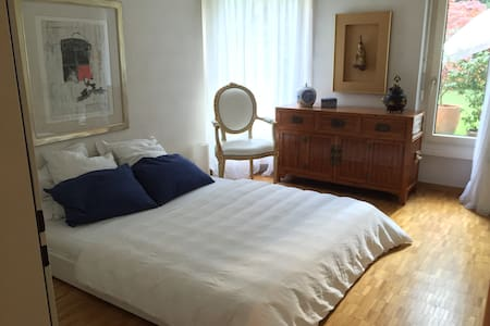 Big bedroom in beautiful apartment - Bassersdorf - Apartament