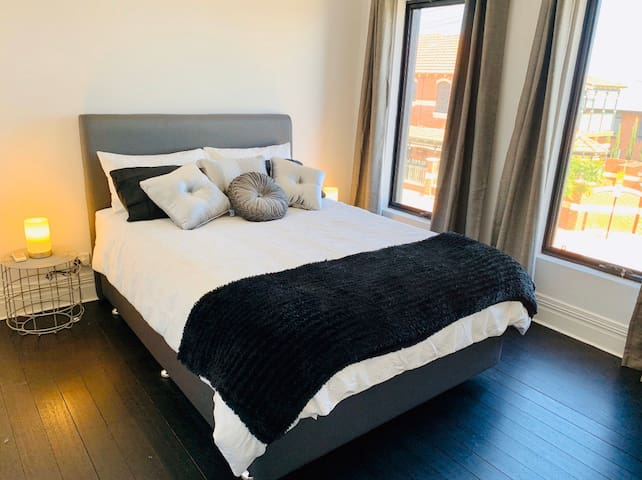 Queen bed with with walk in robe