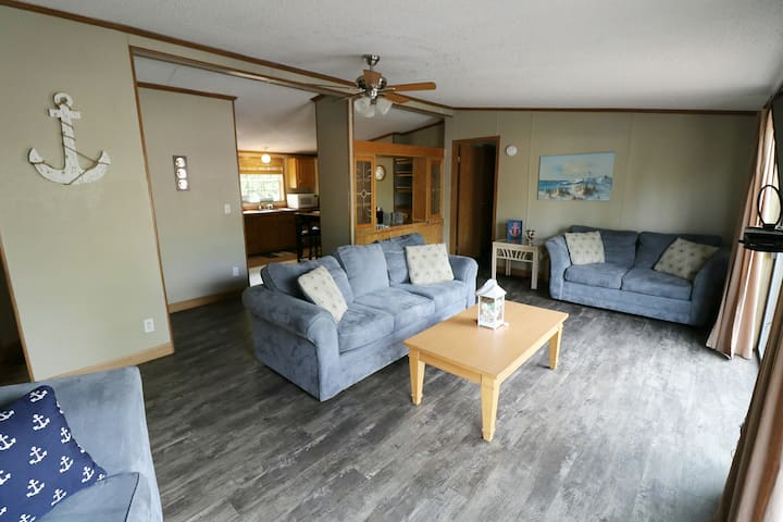 Great for Groups of 8! Full Deck and Grill. 3 BR 2 BA Home in Island Club - Island Club #5