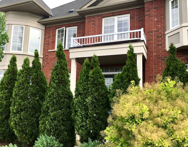 Luxury House 5 BR/3.5 BA Self Check IN/OUT