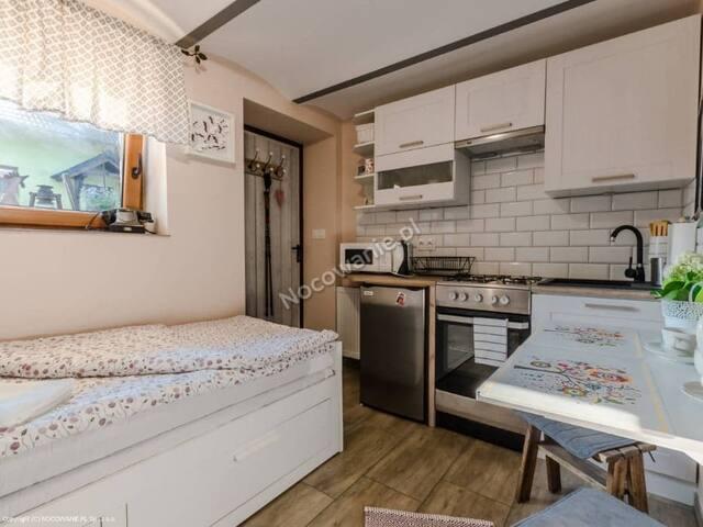 Pokój 1-2 osobowy (ok.9mkw)z aneksem i łazienką