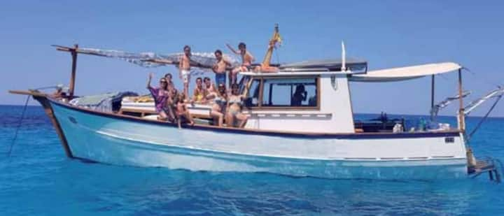 CHILLOUTBOAT BED&BREAKFAST & TOURS & PADDLE SURF