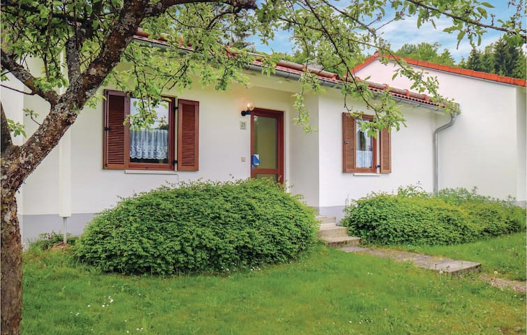 Terraced house with 2 bedrooms on 70m² in Falkenstein