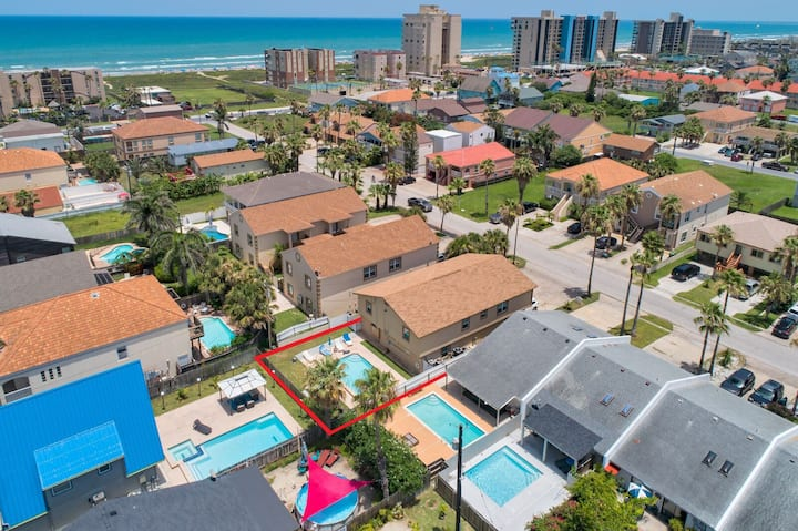 Private Large Family Retreat! Private  Pool/Private Home/ 1/2 block from beach!