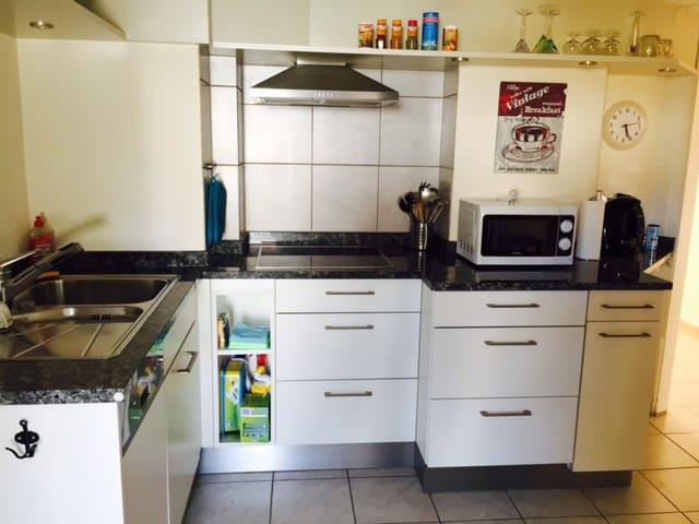 2 1/2 Zimmer-Wohnung mit Garten, Pool, Grill - Möhlin - Apartment