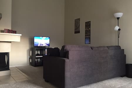 1 Bedroom Apartment in North Dallas Suburb! - 어빙(Irving)
