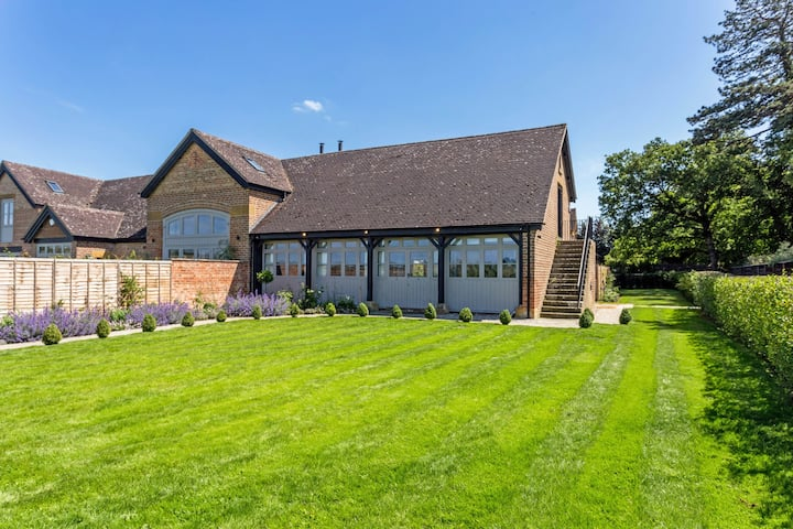 Stylish and luxurious barn in the Cotswolds