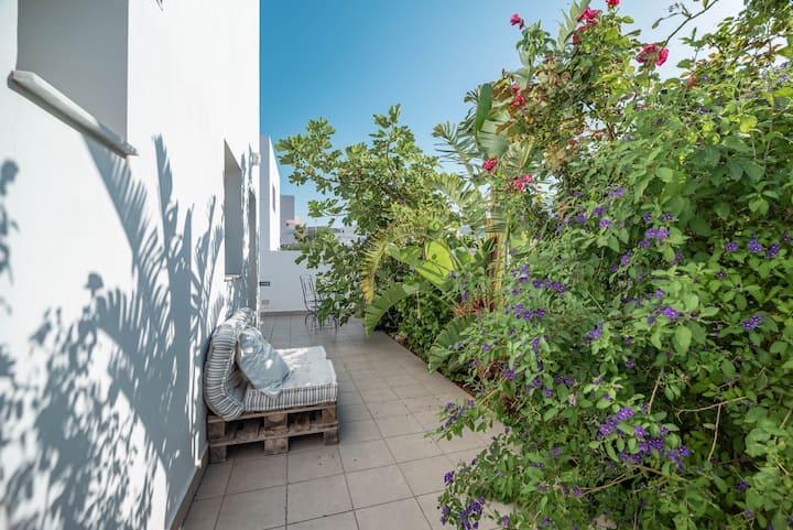 Apartamento de diseño con zona ajardina