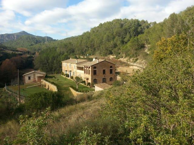 Masia reformada. 20min de BARCELONA - Torrelles de Llobregat - Casa