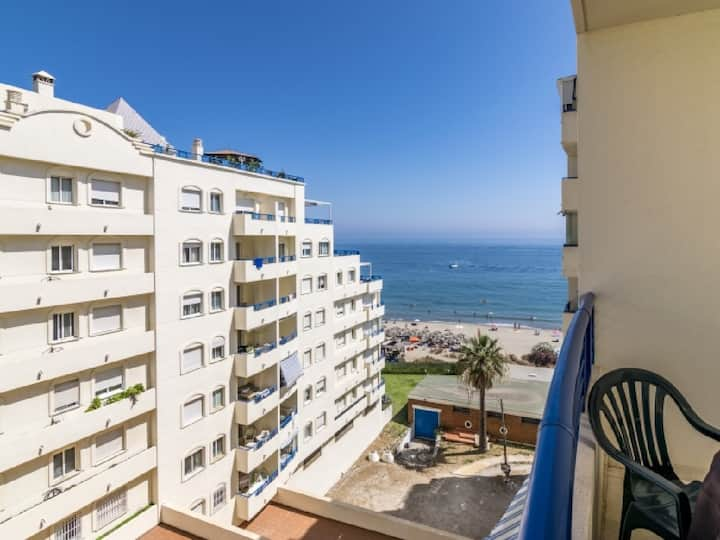 Holiday rental apartment right by the beach, WiFi
