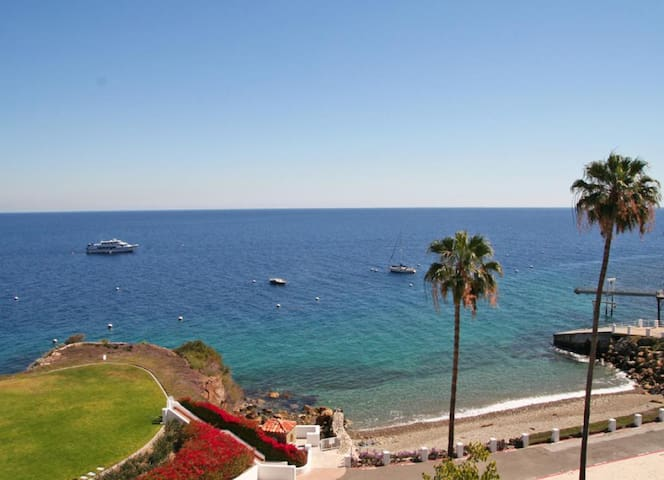 Well-appointed Villa, ONLY 4 Steps, Breathtaking Ocean Views, Fireplace - Hamilton Cove Villa 8-92