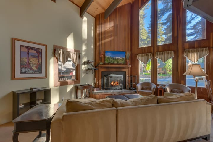 Four Summits - Tahoe 4BR Dogs Ok + Hot Tub + Pool Table