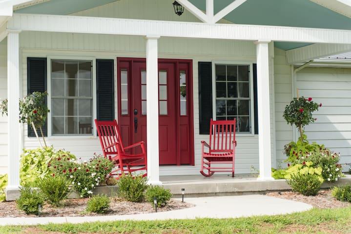 Grandma's Cottage (Sleeps 10)