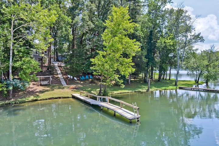 Lake Chickamauga Bungalow with Private Dock
