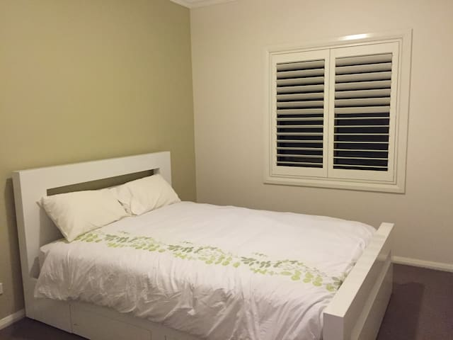 Lovely house close to Wollongong Uni and beach. - Wollongong - Dom