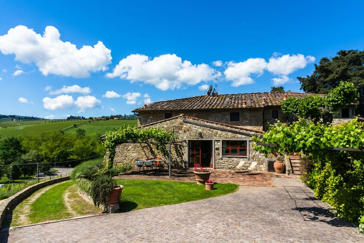 Cosy and comfortable apartment with swimming pool in the Chianti region