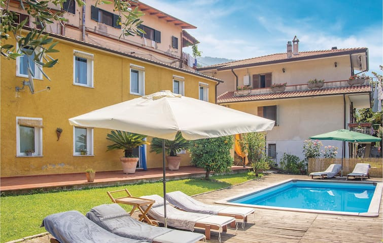 Holiday cottage with 2 bedrooms on 140m² in Montignoso -MS-