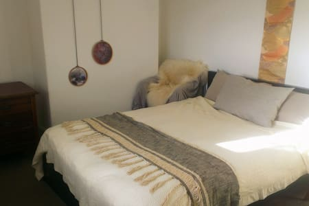 Spacious room in beautiful house, near Glastonbury - Somerset - Haus