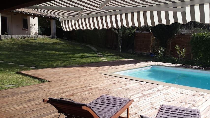 Proche Nimes , villa avec piscine . - Parignargues - House