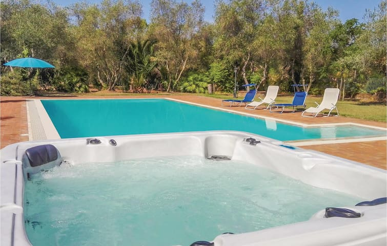Holiday apartment with 2 bedrooms on 56 m² in Gavorrano (GR)