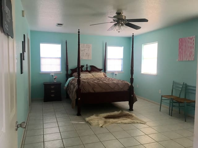 Country Cottage Farm Stay N Suite - Fredericksburg