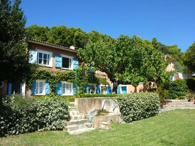 Bastide provencale avec piscine face au Mt Ventoux - Crestet