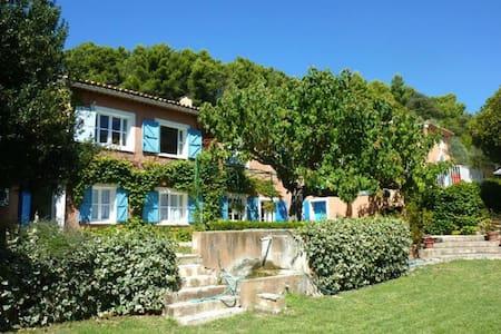 Bastide provencale avec piscine face au Mt Ventoux - Crestet - Huvila