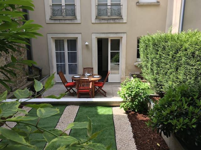 Appt Cosy situé en vieille ville avec son jardin
