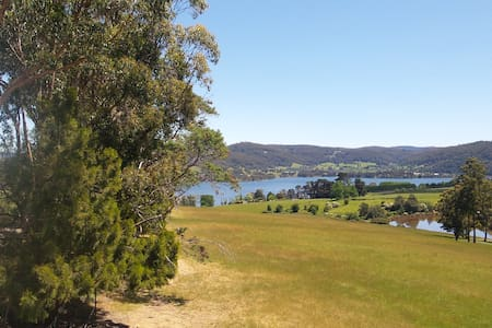 Private waterview retreat on the Huon - Lower Wattle Grove - House