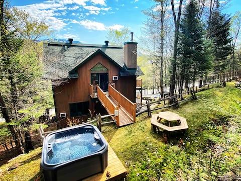 Gorgeous Loft w/ HotTub near Tremblant Ski Village