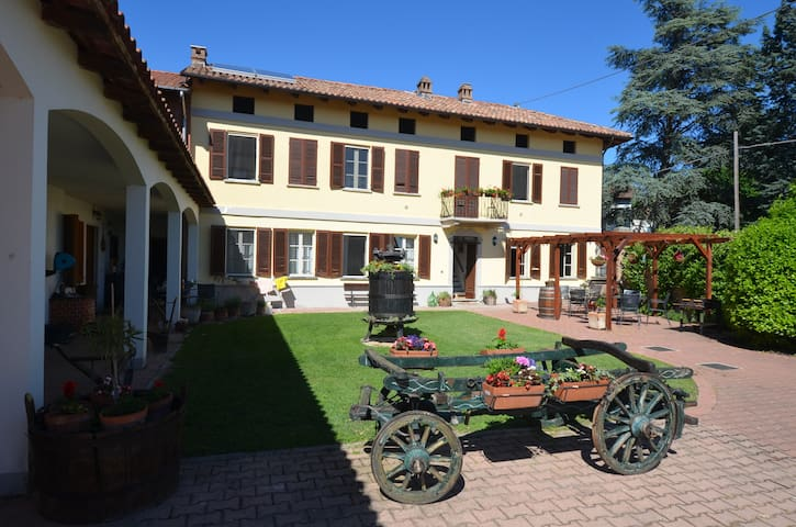 """La Baronesa"": Private apt. in beautiful cascina"