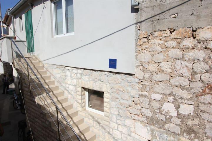 Apartment Mladen (16471-A1)