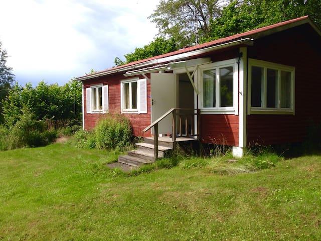 Mysig sommarstuga i Räfsnäs uthyres - Räfsnäs - Haus
