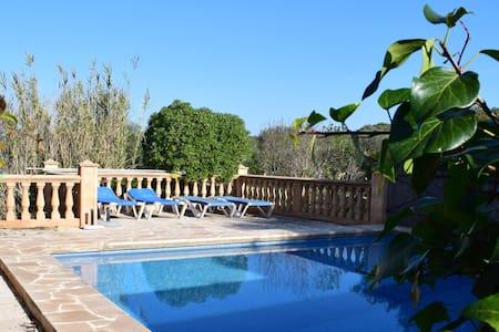 Charmantes Bungalow mit Garten und Pool! - Illes Balears