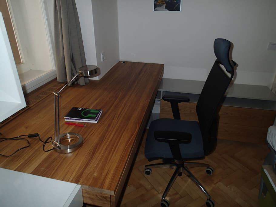 Second bedroom / workroom